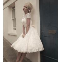 China Chic Knee Length Sweetheart Lace Wedding Dress with Short Sleeve for Bridal on sale