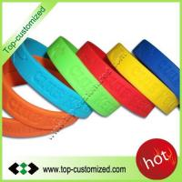 2012 Newest style debossed silicone bands customized