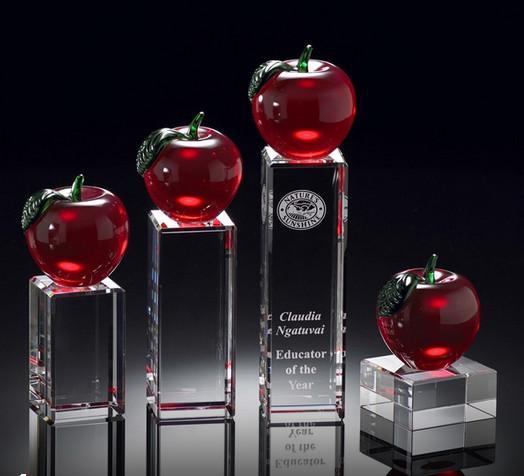 Quality educators merit crystal apple award/crystal red apple on rectangle base award for sale